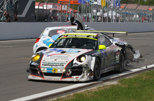 Porsche-Renault finish line crash at Nurburgring 24 hour race