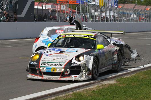 Porsche-Renault finish line crash at Nurburgring 24 hour race